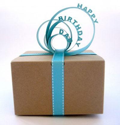 Опаковане на подарък за рожден ден