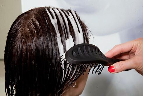 Как се нанася пяна за коса