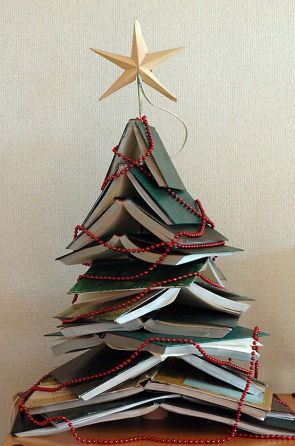 Коледна елха от книги