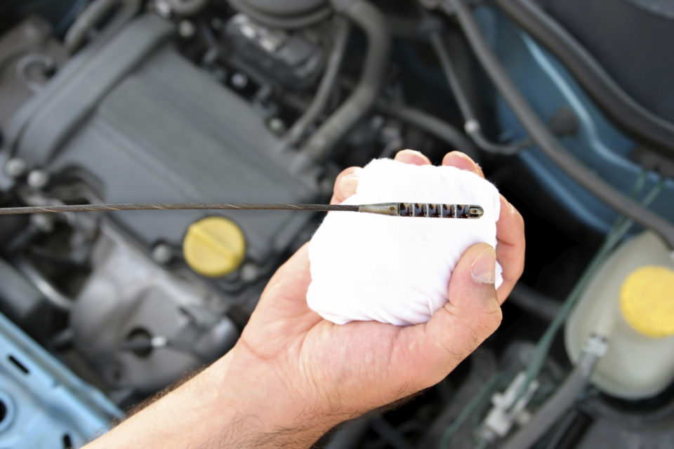 Как се сменя масло на двигател